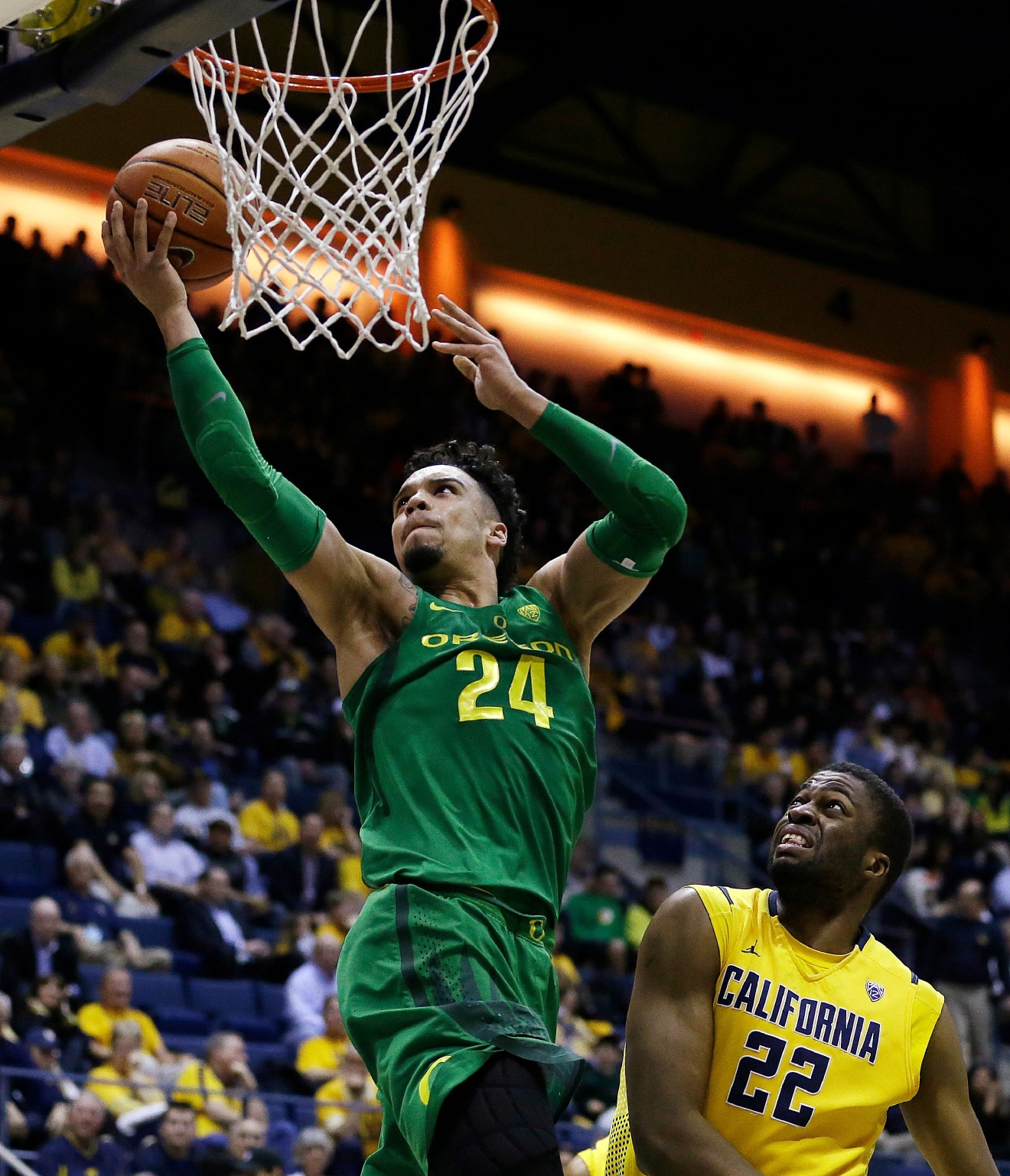 Oregon's Dillon Brooks, left, lays up a shot over California's Kingsley Okoroh (22) in the second half of an NCAA college basketball game Wednesday, Feb. 22, 2017, in Berkeley, Calif. Oregon won 68-65. (AP Photo/Ben Margot)