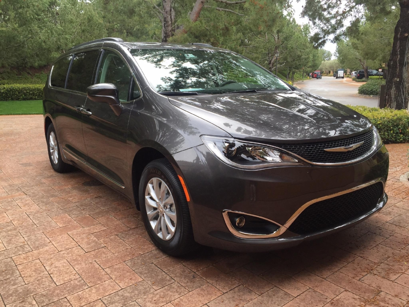five cool features on the all new 2017 chrysler pacifica wset. Black Bedroom Furniture Sets. Home Design Ideas