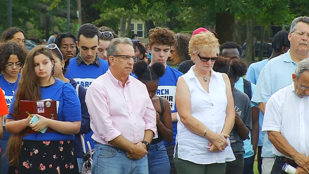 Vigil held in Providence to mourn victims involved in mass shootings