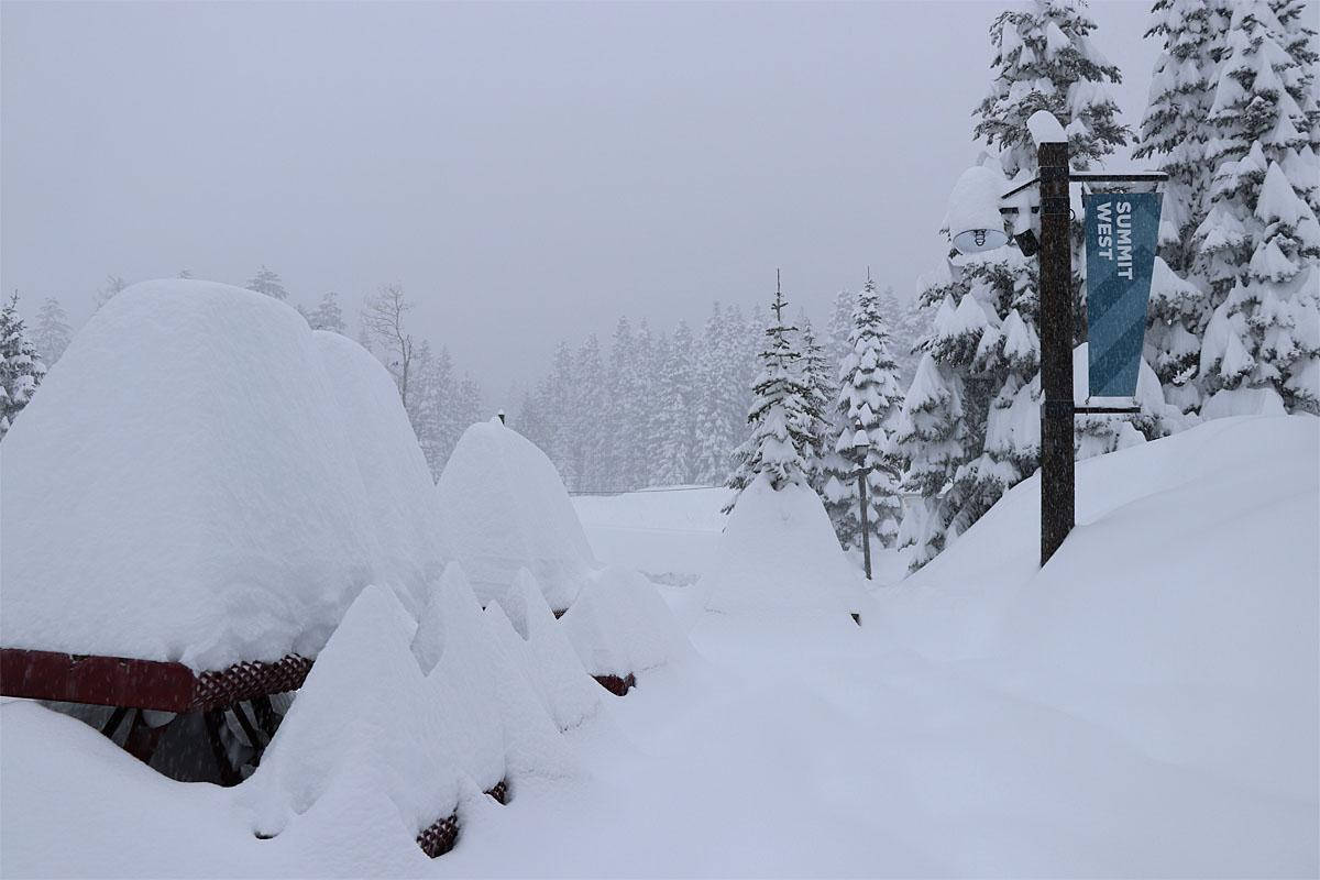 "53"" of snow fall in 48 hours at Snoqualmie Pass! (Photos courtesy: Summit at Snoqualmie \ @Summtsnow411)"
