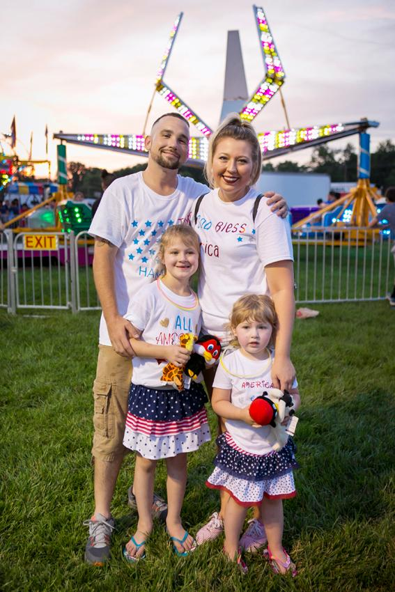 Steve, Miley, Paisley, and Lacey Robinson{ }/ Image: Mike Bresnen Photography // Published: 7.5.18