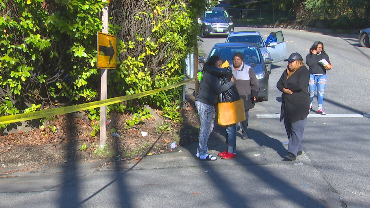 King County Sheriff's deputies are trying to find who shot and killed a Kent father Sunday morning in Skyway and left him to die in a driveway. (KOMO News)