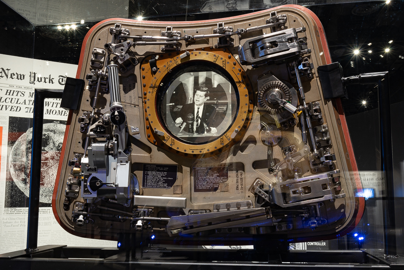 The Apollo 11 command module hatch / Image: Phil Armstrong, Cincinnati Refined // Published: 10.2.19