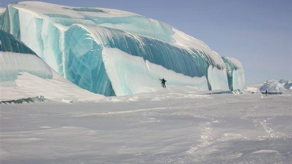 2b183835e0 Circulating email about ice waves near Mackinaw City not really true ...