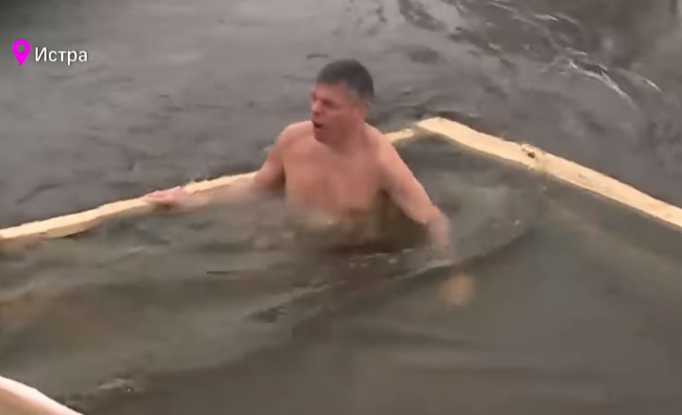 Huntsman Jr. takes shirtless, icy plunge on Russian television (Photo: TV Channel 360)