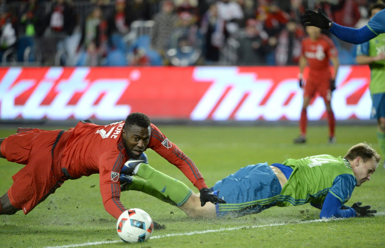 Toronto FC forward Jozy Altidore, left, and Seattle Sounders defender Chad Marshall battle for the ball during second-half MLS Cup final soccer action in Toronto, Saturday, Dec. 10, 2016. (Nathan Denette/The Canadian Press via AP)