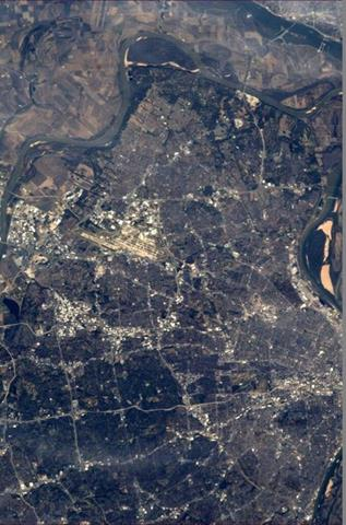 Hey St. Louis, looking good from 260 miles up!(Photo & Caption: Mike Hopkins, NASA)