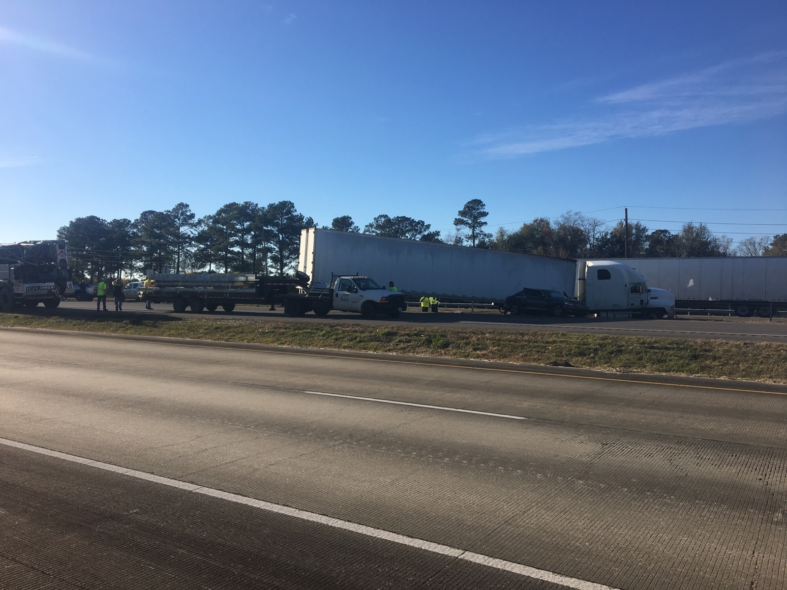 <p>A major crash on Interstate 10, eastbound near Brooks Road shut down traffic between Brooks and Walden Road. (KFDM/Fox 4)</p>