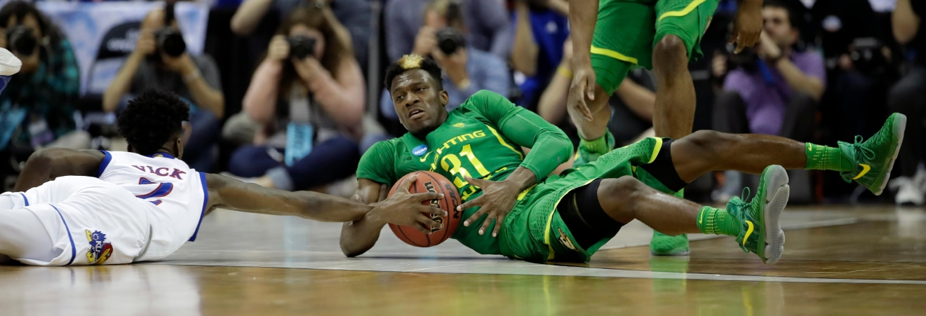 Oregon guard Dylan Ennis (31) fights for a loose ball with Kansas guard Lagerald Vick, left, during the second half of the Midwest Regional final of the NCAA men's college basketball tournament, Saturday, March 25, 2017, in Kansas City, Mo. (AP Photo/Charlie Riedel)