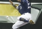 Milwaukee Brewers' Keon Broxton can't catch a double hit by Chicago Cubs' Jon Jay during the 10th inning Thursday, Sept. 21, 2017, in Milwaukee.