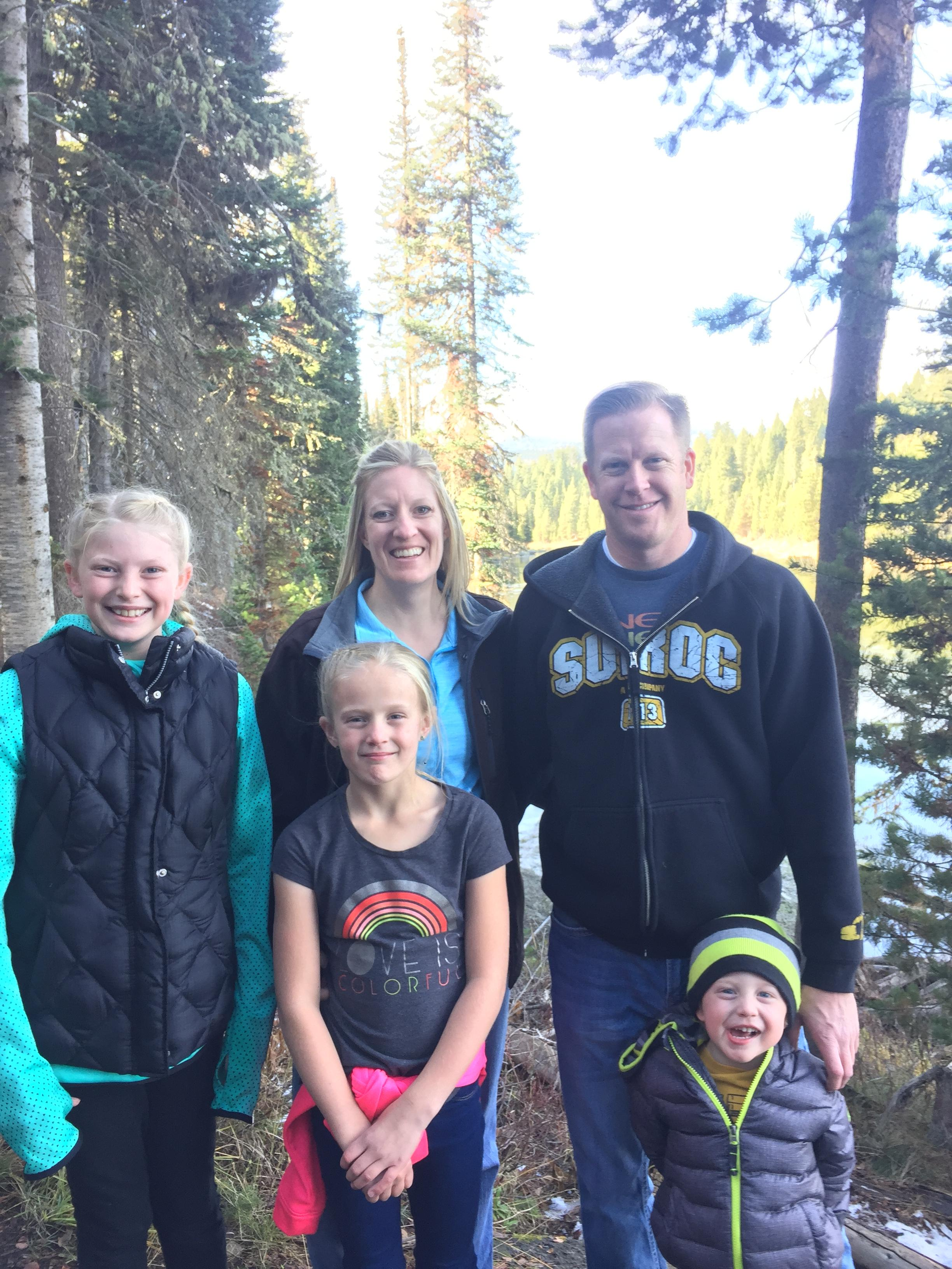 Chloee &amp;amp; Family in Yellowstone. (Photo: Grunander Family)<p></p>
