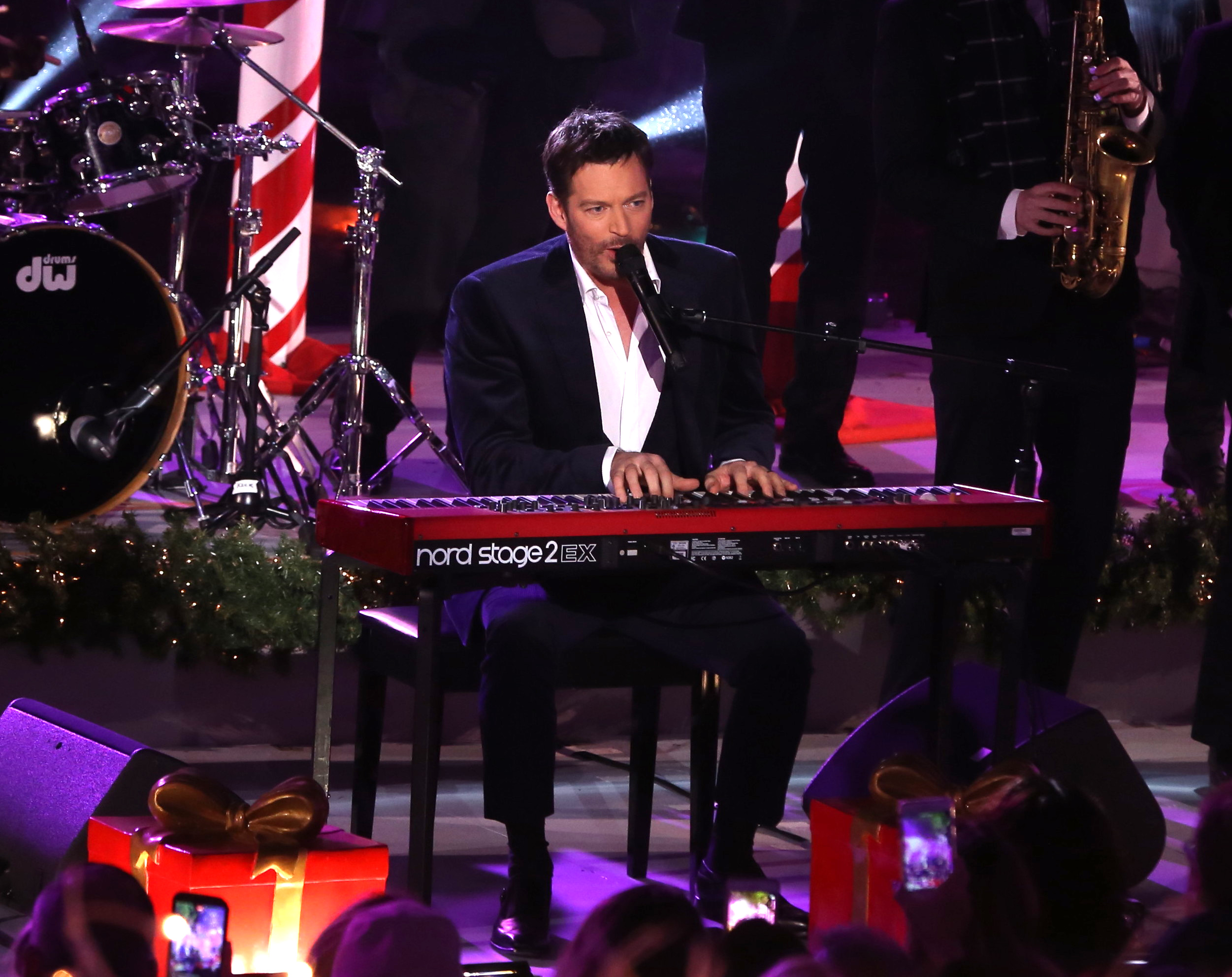 Harry Connick Jr. performs at the 85th Annual Rockefeller Center Christmas tree lighting ceremony on Nov. 29, 2017. (Derrick Salters/WENN.com)