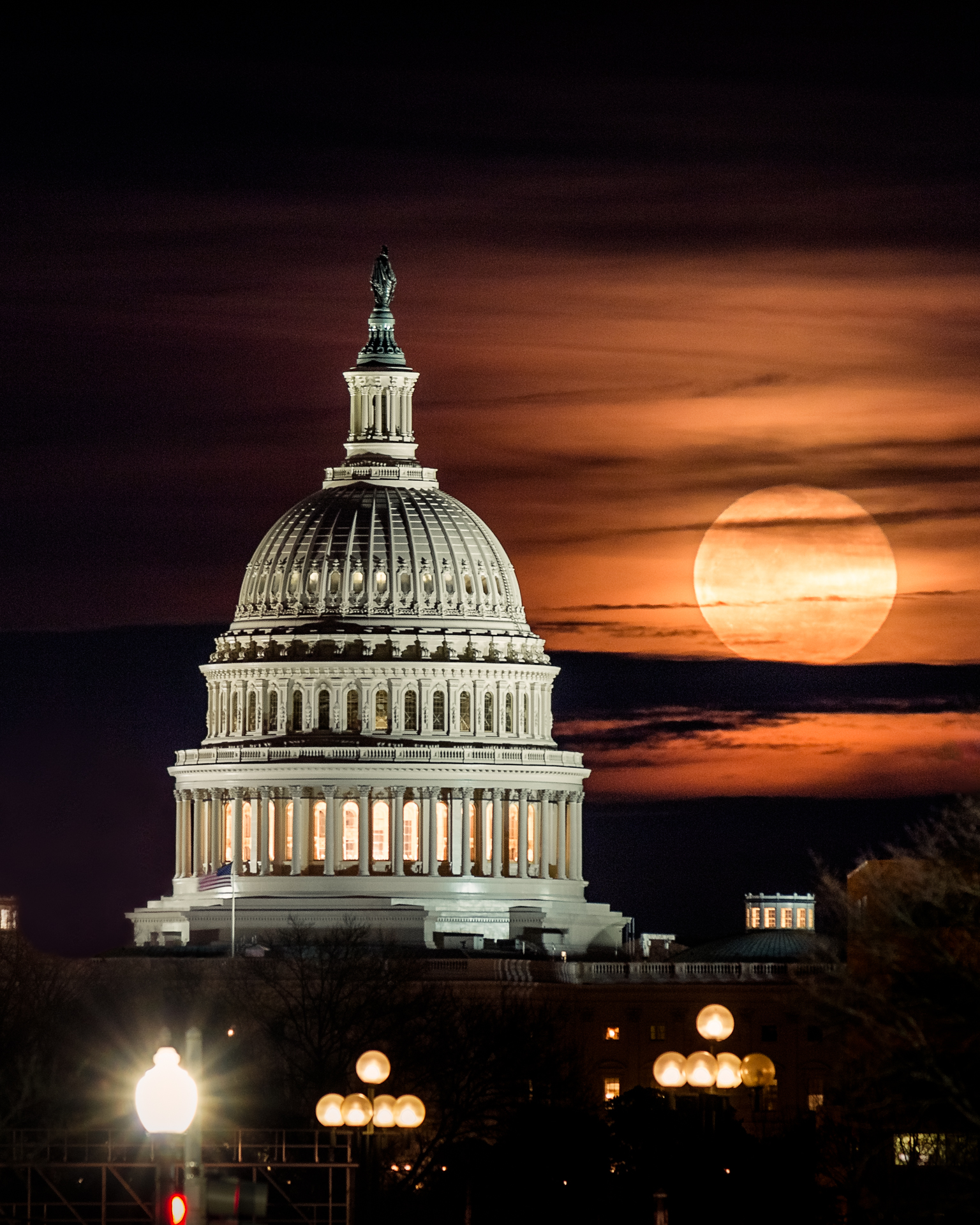 The Big Cheese – The moon rises over the Capitol{&nbsp;}(Image: Zack Lewkowicz)<p></p>