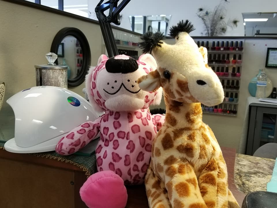 Clovis woman on a mission to reunite stuffed animals with their 'best friend.' Enjoying the nail salon. (Brenda Bibb Kirby via KMPH)<p></p>