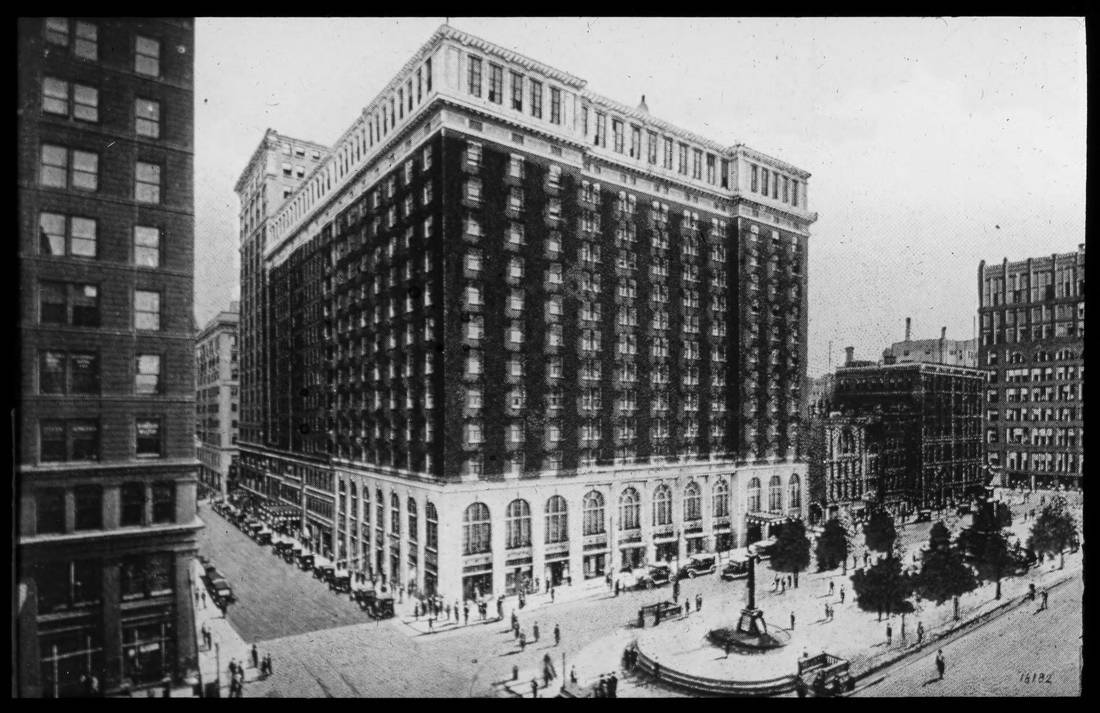 The Gibson Hotel on Fountain Square, looking southwest from 5th and Walnut Streets / DATE: Unknown / COLLECTION: Public Library of Cincinnati and Hamilton County, Joseph S. Stern, Jr. Cincinnati Room / Image courtesy of the digital archive of The Public Library of Cincinnati and Hamilton County // Published: 4.4.18