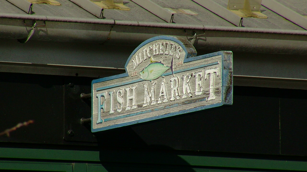 Mitchell's Fish Market under investigation after failing inspection, refusing to close (WKRC)
