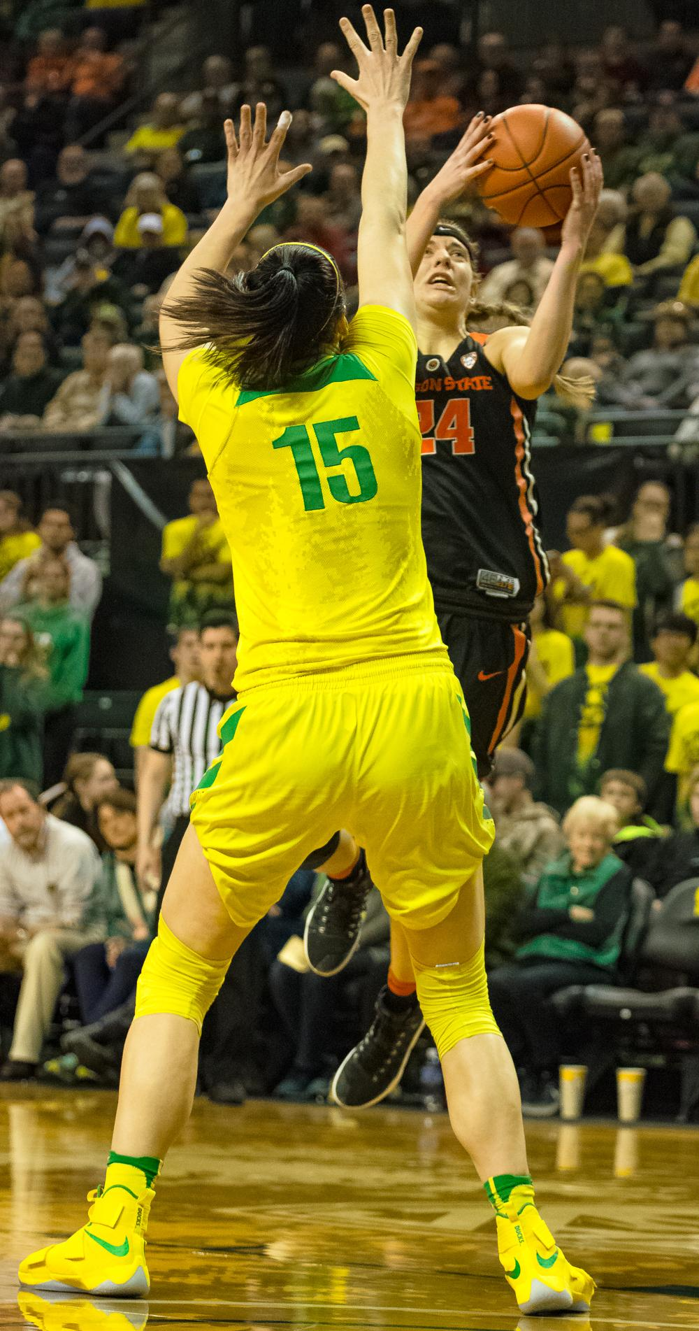 Oregon Ducks Forward Jacinta Vadenberg (#15) protects the basket against Guard Sydney Wiese (#24) as she attempts a layup. Oregon Ducks lost 40-43 to Oregon State Beavers in a tightly matched fourth quarter. Photo by Jonathan Booker, Oregon News Lab