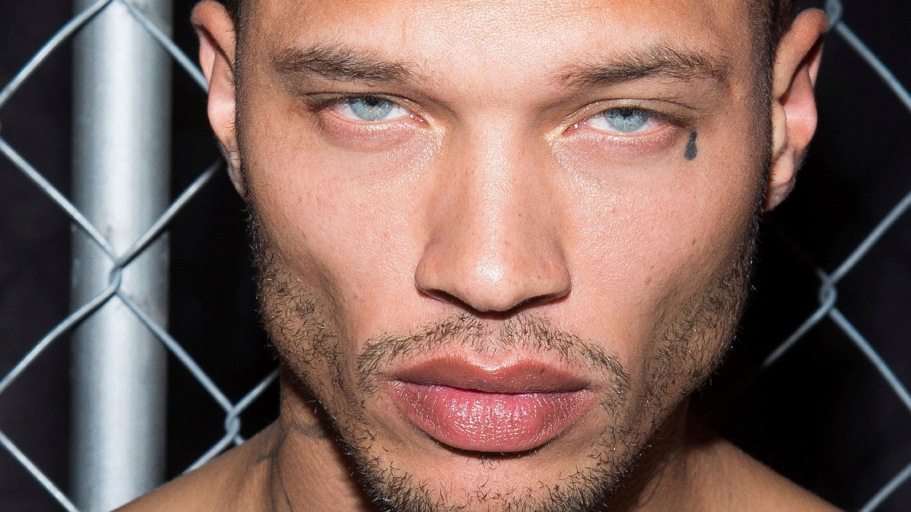 Jeremy Meeks , le prisonnier le plus sexy au monde fait le buzz sur le podium de la Fashion week. Photos