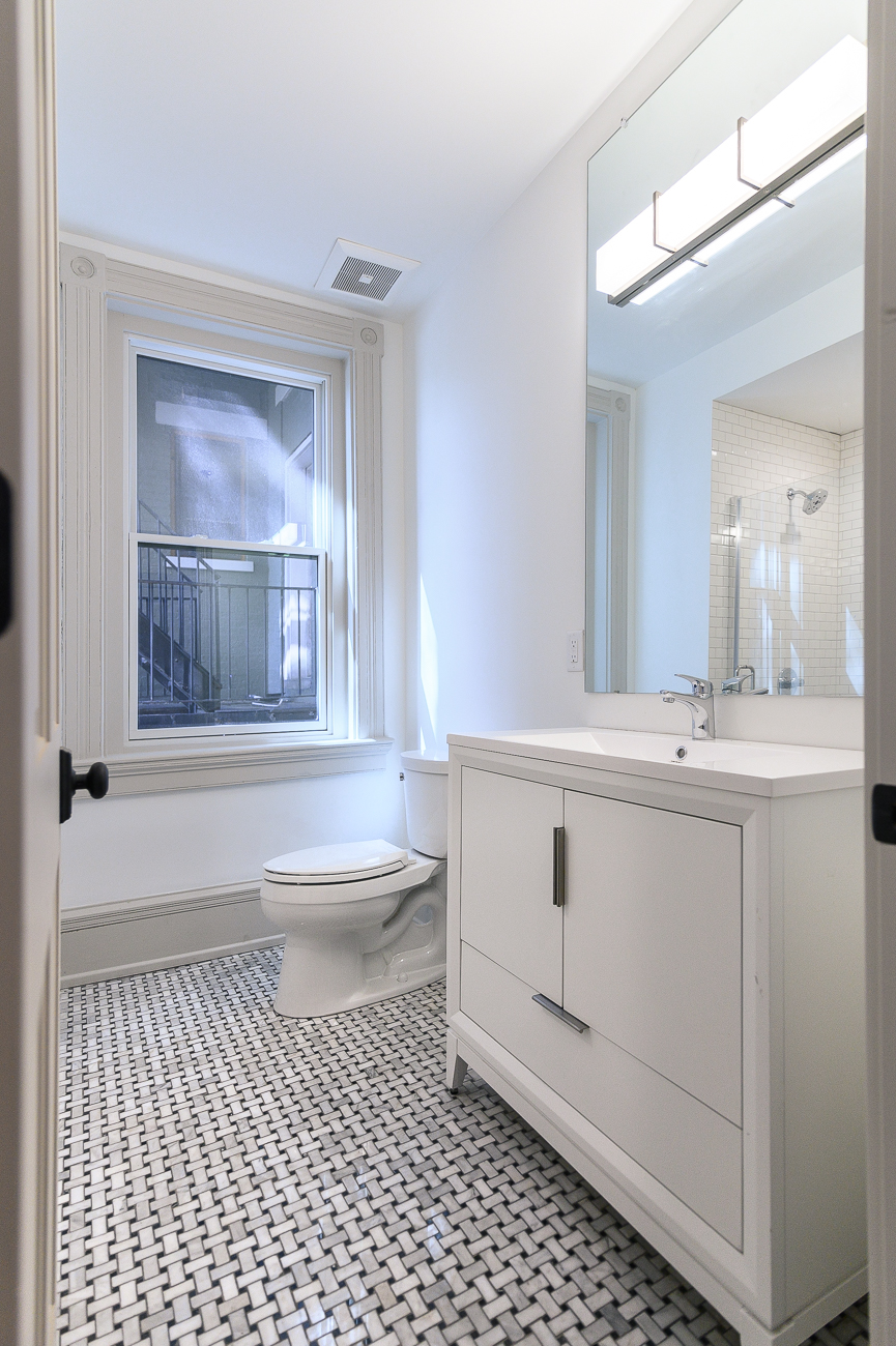 A bathroom from another unoccupied unit / Image: Phil Armstrong, Cincinnati Refined // Published: 5.9.19