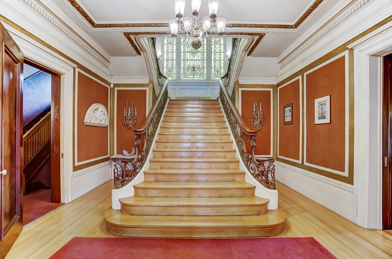 Let's take a moment to stand in awe of this gorgeous staircase, shall we? Homes like these were centerpieces of society in Gilded-Age Cincinnati. / Image: Adam Sanregret courtesy of Coldwell Banker West Shell // Published: 4.3.20