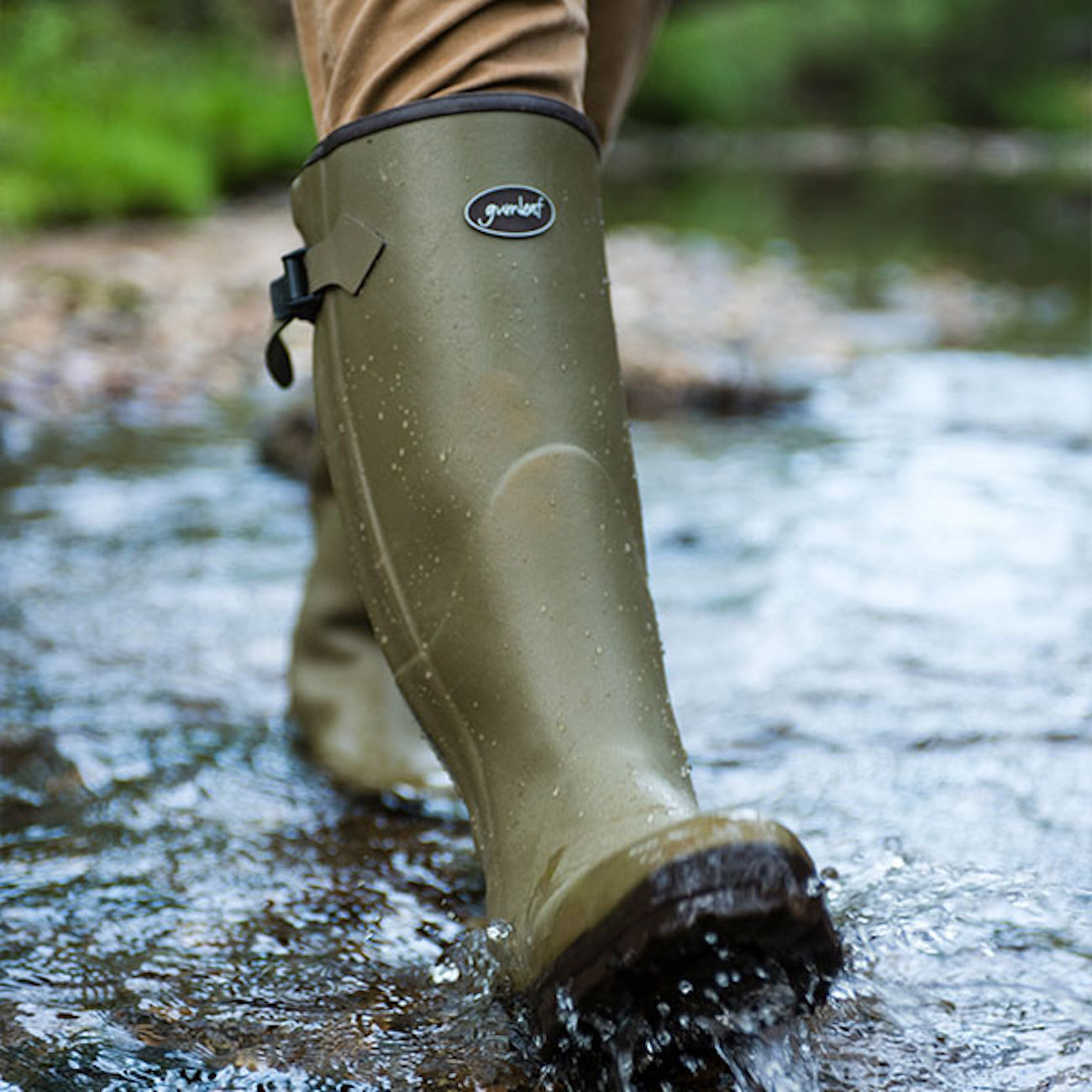 "<p>Hand-made in Europe using natural rubber for durability, Gumleaf's Royal Zip boots are neoprene lined for warmth in cool-to-cold temperatures. The heavy-duty zipper is gusseted (so the boots remain 100 percent waterproof with the zipper up or down) and allows for speedy removal. /{&nbsp;}<a  href=""https://www.gumleafusa.com/"" target=""_blank"" title=""https://www.gumleafusa.com/"">Website{&nbsp;}</a>/ Price: $350 / Image courtesy of Gumleaf USA // Published: 12.6.20</p>"