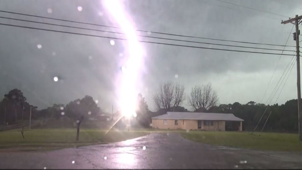 Inside the Storm: Lightning throws down an epic bolt in Mississippi