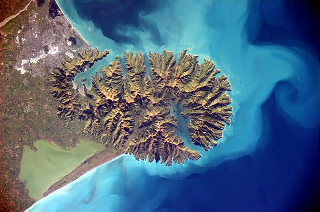 Nice view of Banks Peninsula in #NewZealand. Magnificent scenery, used to hike there often...  (Photo & Caption courtesy Alexadner Gerst (@Astro_Alex) and NASA)