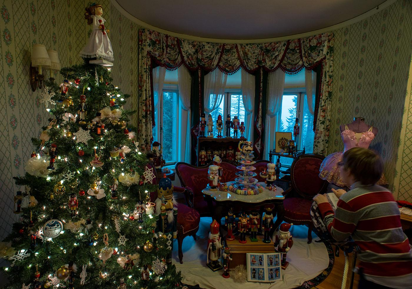 Photos: Celebrating the holidays at Pittock Mansion | KATU
