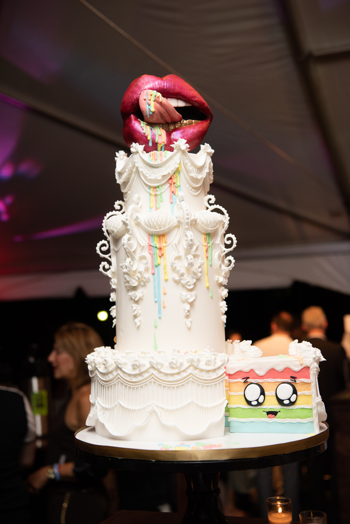 We were obsessed with the stunning wedding cakes created for the event, especially this cheeky number from Fluffy Thoughts Cakes. (Image:{ }Jeff Martin for Human Rights Campaign)