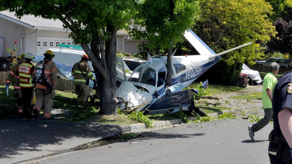 Pilot and passenger survive plane crash on Medford street   Mail Tribune