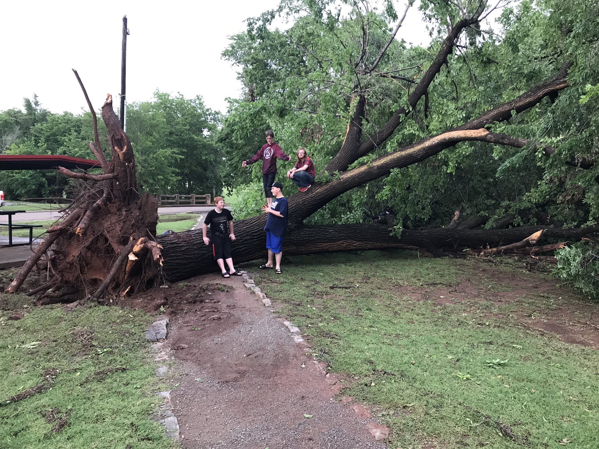 Storm damage May 18 in Cordell. (KOKH/Ben Latham)