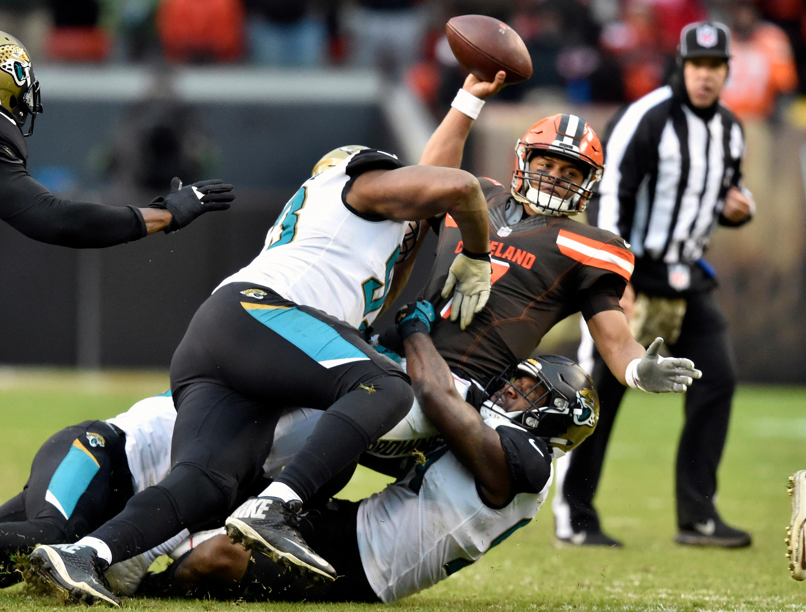 Jags ride defense to 19 7 win over Browns move into first