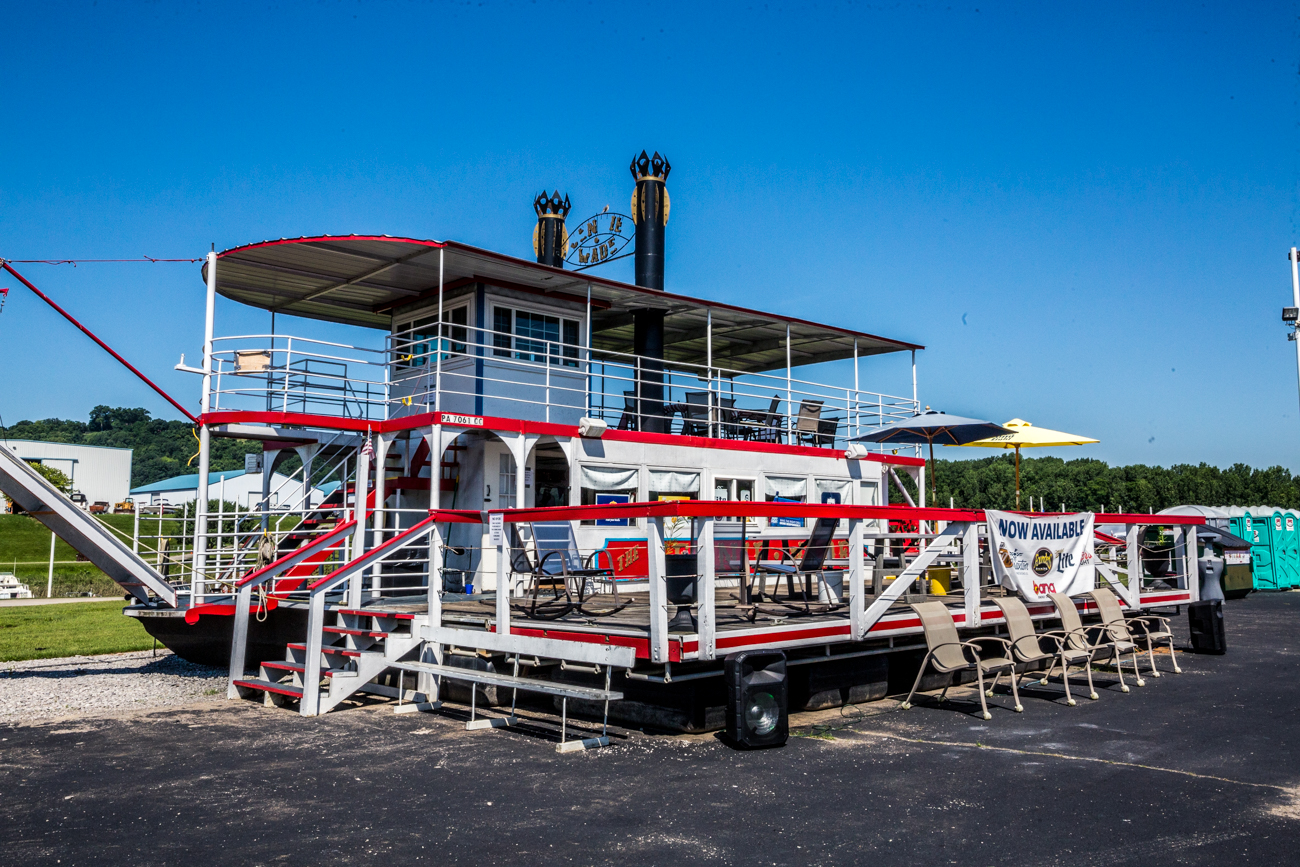 Cove has a small shop reminiscent of Cincinnati's riverboats. It also has seating available for visitors to the park. / Image: Catherine Viox // Published: 7.9.19