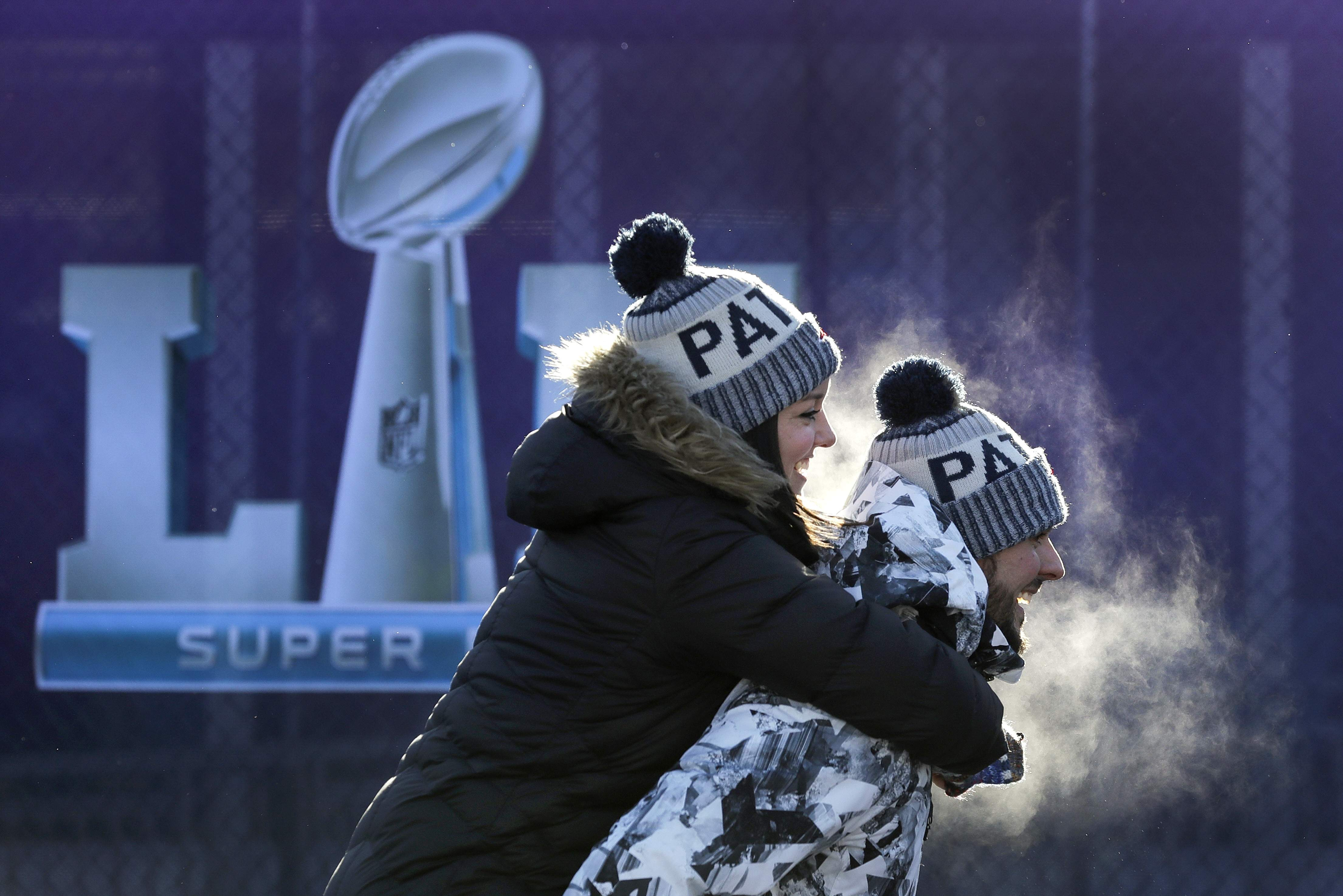 Fans brave cold temperatures as they make their way to U.S. Bank Stadium for the NFL Super Bowl 52 football game between the Philadelphia Eagles and the New England Patriots Sunday, Feb. 4, 2018, in Minneapolis. (AP Photo/Eric Gay)